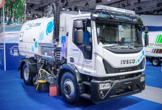 IVECO Eurocargo Natural Power z zamiatarką Johnston Engineering
